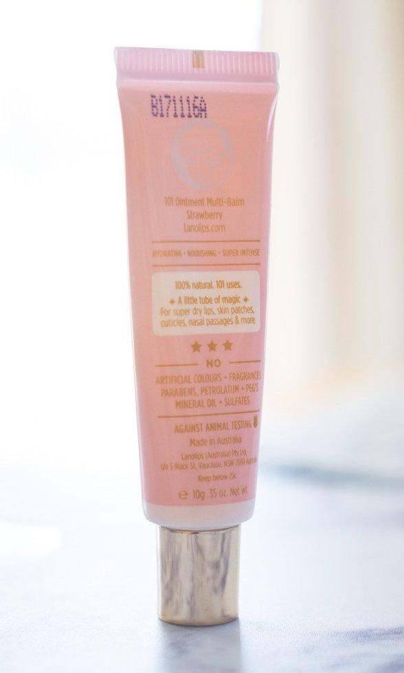 Lanolips 101 Ointment in Strawberry