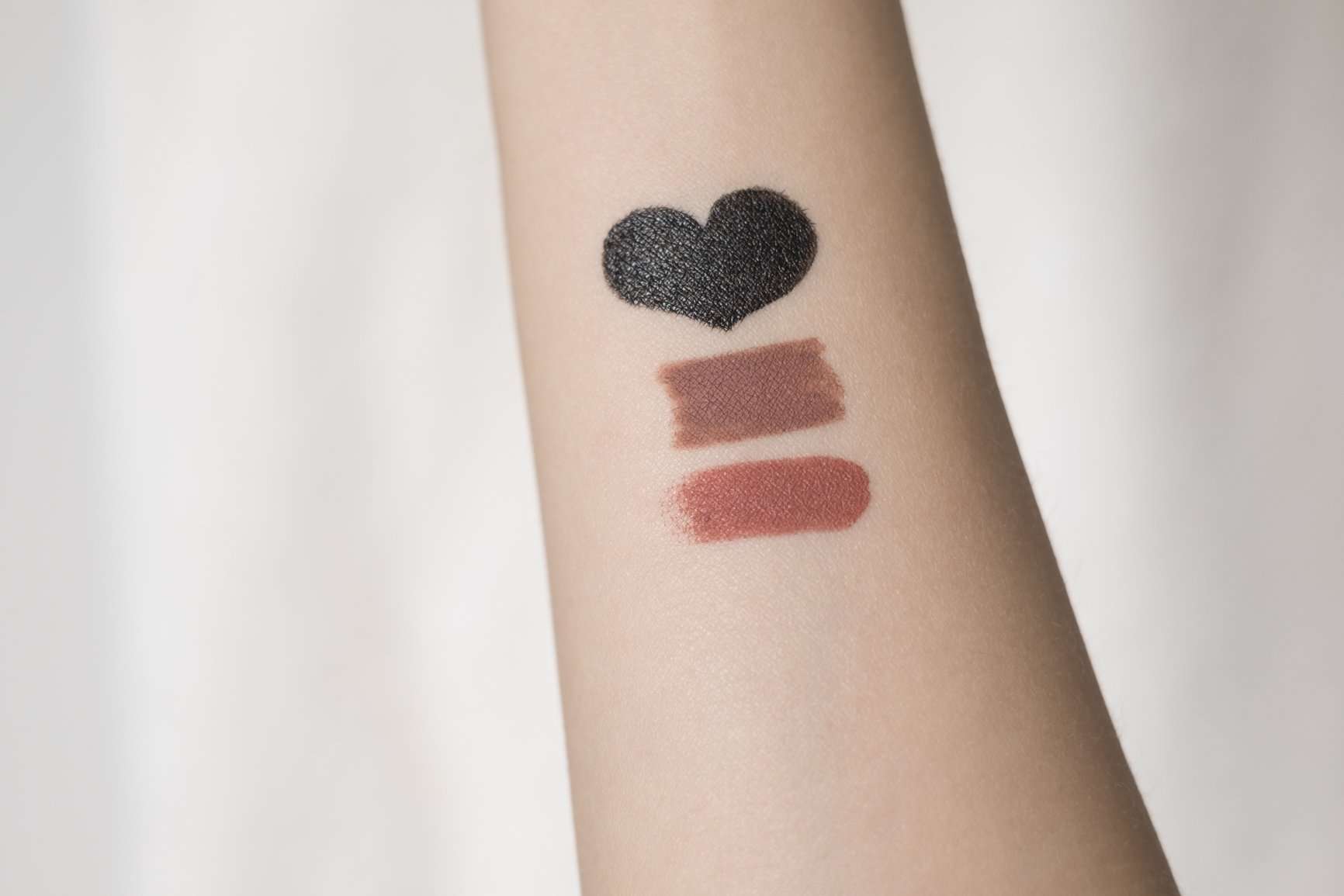 sunkissedblush-katvond-lip-liner-lipstick-lolita-double-dare-swatches (1 of 8)