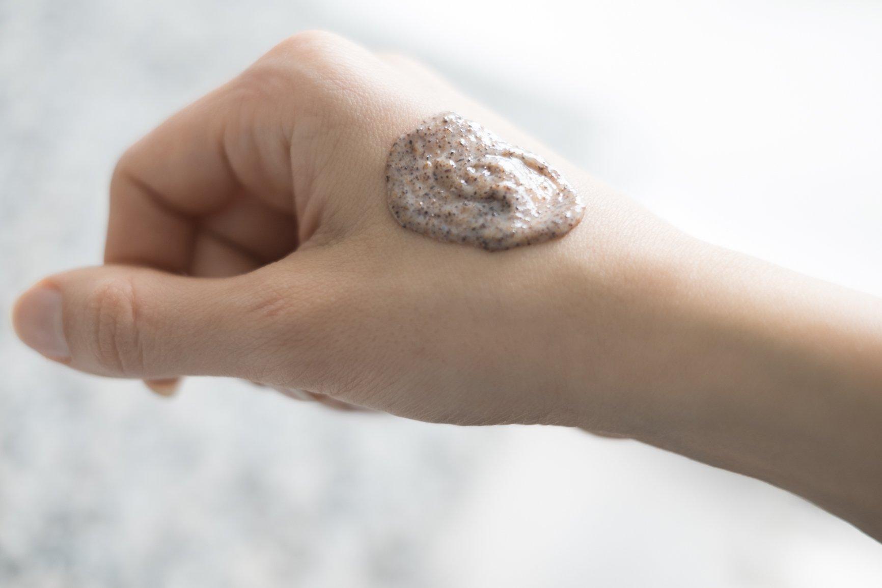 sunkissedblush-olehenriksen-transforming-walnut-scrub (2 of 2)