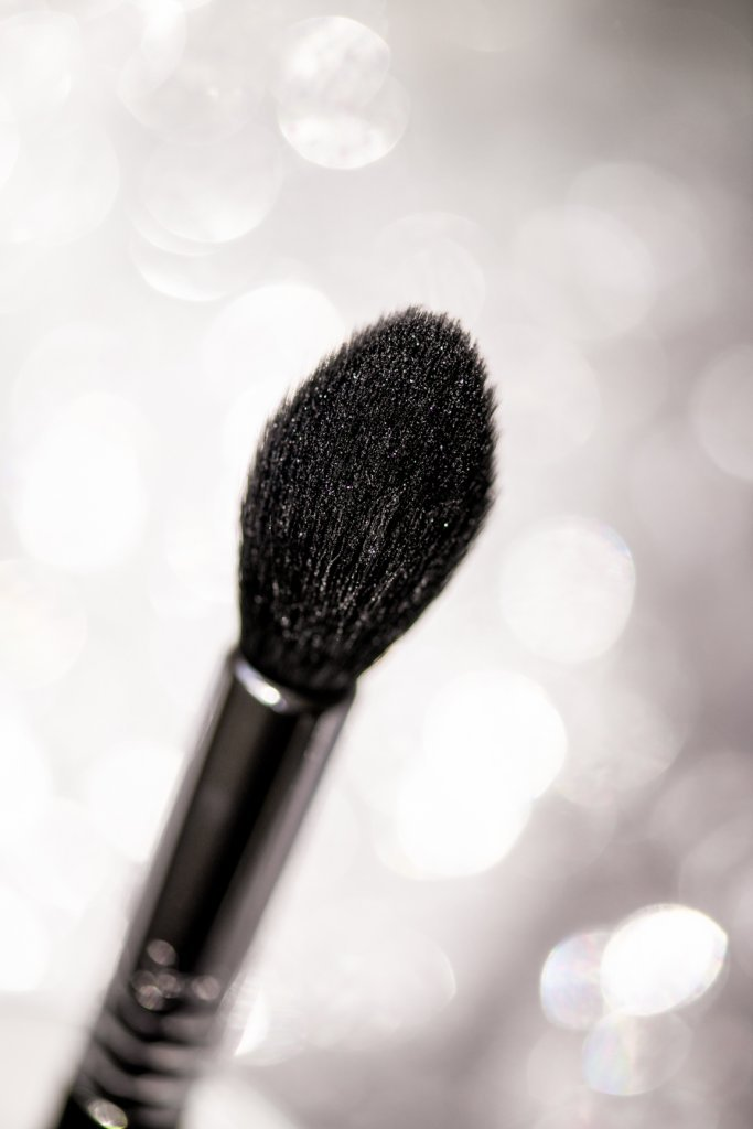 Sigma highlighter brush loaded with glitter