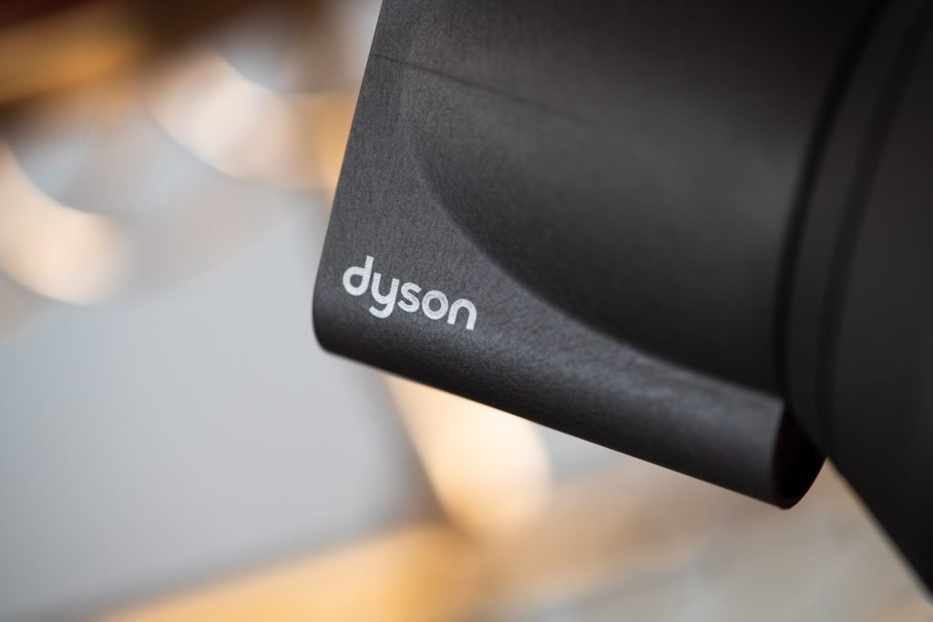 smoothing nozzle with Dyson logo